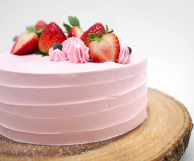Fresh Strawberry Cream Cake
